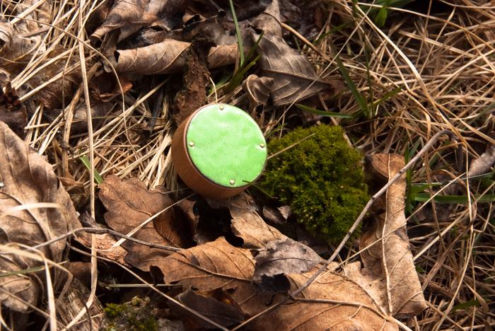 gałki dzieciece - zielone emaliowane - na mchu