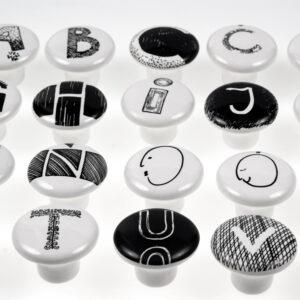 ALFABET – gałki ceramiczne