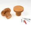 Wieszakdębowy BASIC pokazany od różnych stron, wraz z różnego rodzaju kołkami i wkrętami | DOT manufacture
