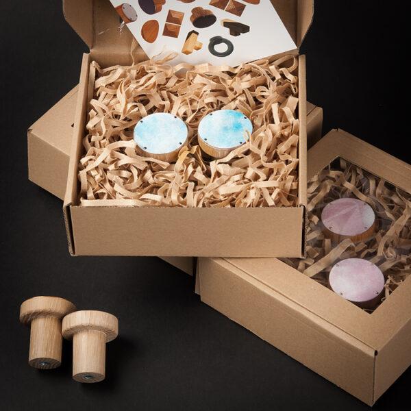 Wieszaki CLOUDY w kolorze niebieskim - zapakowane na prezent gwiazdkowy   DOT manufacture