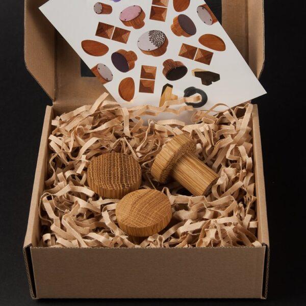 Wieszaki SIMPLE zapakowane w pudełko prezentowe | DOT manufacture