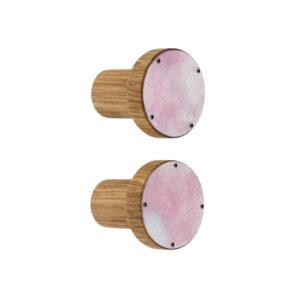 Różowe wieszaki emaliowane CLOUDY - emalia, dąb | DOT manufacture
