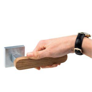 Klamki do dzrwi wewnętrznych: drewno i stal nierdzewna