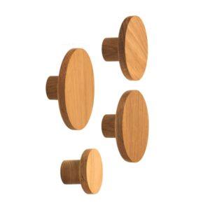 Wieszak z serii BASIC - wykonany z dębu, podobny do gałki meblowej BASIC, świetny wieszak na kurtki, płaszcze czy torby | DOT manufacture
