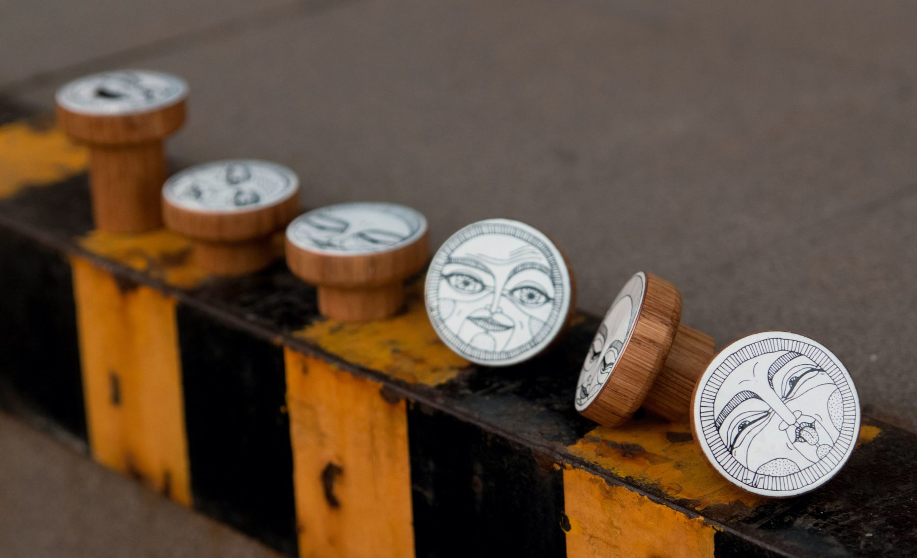 Nowość - gałki do mebli z kolekcji FACES na bazie drewnianej
